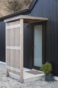 40 Impressive Black House Exterior Design Ideas To Make Your House Looks More Awesome Black Exterior, Exterior Design, Exterior Siding, Barn Siding, House Siding, Modern Exterior, Barndominium Floor Plans, Black Barn, Shed Homes