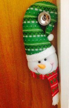 arreglos de navidad para puertas y ventanas Christmas Deco, Christmas Ornaments, Snowmen, Christmas Stockings, Quilting, Wraps, Holiday Decor, Xmas Crafts, Snowman