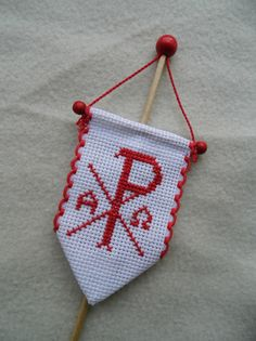 Osterlammfahne von handmade by sanne auf DaWanda. Winter Christmas, Christmas Ornaments, Easter Lamb, Catholic Crafts, Christian Crafts, Religious Symbols, Cross Stitch Finishing, Easter Traditions, Easter Crafts