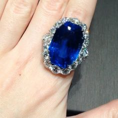 Mediterranean blue ring with untreated 46 cts Ceylon Sapphire and diamonds!