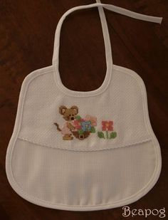 The beapog website - Punto croce, bambole, patchwork e free Baby Crafts, Diy And Crafts, Welcome Baby, Baby Bibs, Cross Stitching, Apron, Sewing, K2, Crochet Cross