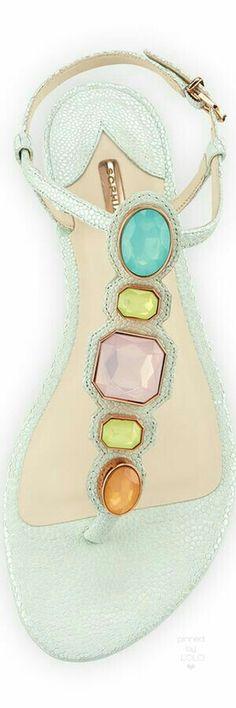 Con detalle de piedras en colores pastel, ideales para el verano