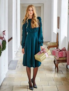 Long Sleeve Dress This lovely green emerald dress is the perfect frock for your next holiday party. It has a high-neck and features long cuffed sleeves with a cinched waist and flowing skirt. The sleeves are open and held closed with golden bell knobs. Burda Style Magazine, Costura Fashion, Dress Outfits, Fashion Dresses, Emerald Dresses, Wrap Blouse, Fashion Sewing, Crepe Dress, Holiday Dresses