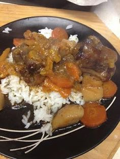 beef tail in slow cooker - Vleisgeregte: Suid-Afrikaans - Oxtail Recipes Oxtail Recipes, Beef Steak Recipes, Crockpot Recipes, Cooking Recipes, Beef Oxtail, Slow Cooker Beef, Stew, Afrikaans, Yummy Food