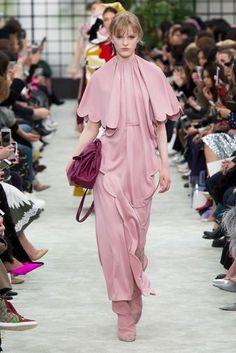 2018-19秋冬プレタポルテ - ヴァレンティノ(VALENTINO) ランウェイ コレクション(ファッションショー) VOGUE JAPAN