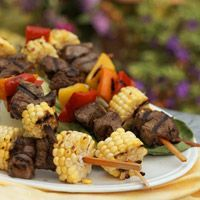 Asian Beef Kabobs Sweet corn, bok choy, and peppers taste wonderful together, and they make a colorful and healthy side dish for the beef in these grilled kabobs. Kabob Recipes, Beef Recipes, Cooking Recipes, Healthy Recipes, Cooking Ideas, Food Ideas, Beef Shish Kabob, Beef Kabobs, Kabob Marinade