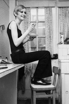 A Marvellous Collection of Photos of Dame Lesley Lawson aka Twiggy - Flashbak 1960s Fashion, Fashion Models, Vintage Fashion, Fashion Shoot, London Fashion, Women's Fashion, Costume Smoking, 70s Mode, Style Feminin