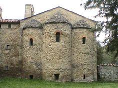 Badia di San Veriano in Aiole ( Val Cerfone, Arezzo ). La badia nacque intorno alla metà dell'XI secolo come edificio benedettino
