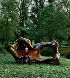 Incredible bench! WOW! Would I like to have this! I think I have this for you but it's hand size.lol