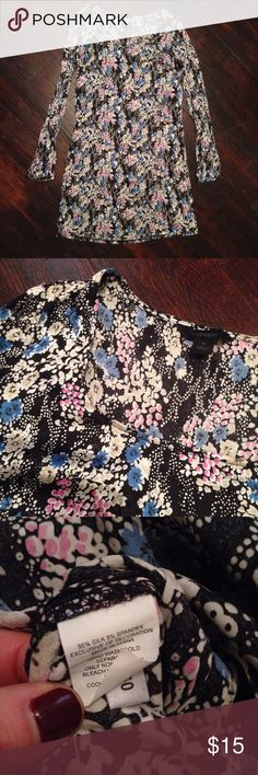 Silk Express Dress Adorable floral silk dress. 5% spandex gives us some stretch. Worn maybe twice. Express Dresses