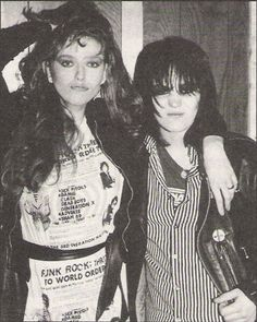 Joan Jett - Bebe Buell: Rock and Roll style. Bebe Buell, 70s Outfits, Plaid Outfits, Rocker Chick, Vintage Mom, Joan Jett, Punk Fashion, Trendy Fashion, Punk Mode