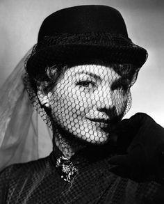 Anne Baxter, via screengoddess Hollywood Fashion, Hollywood Actresses, Classic Hollywood, Old Hollywood, Actors & Actresses, Hollywood Style, 40s Fashion, Vintage Fashion, Anne Baxter