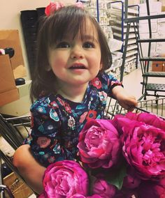 Raising a #futurefloraldesigner right here! #thefloralcottageflorist #violetjules #floraldesigner