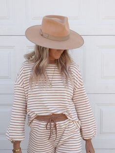 Elle Fashion, Rust Color, Knitted Fabric, Summer Outfits, Knitting, My Style, Long Sleeve, Sleeves, Cuffs