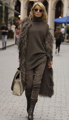 The jeans I loveNew winter outfit trend Stylish Winter Outfits, Casual Fall Outfits, Fall Winter Outfits, Autumn Winter Fashion, Grey Fashion, Fashion Looks, Fashion Outfits, Womens Fashion, Hijab Fashionista