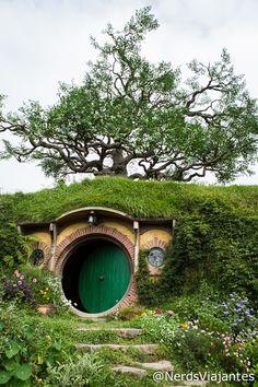 Hobbiton - New Zealand Casa do Bilbo Bolseiro em Hobbiton - Nova Zelândia http://www.nerdsviajantes.com/2015/04/13/nova-zelandia-roteiro/