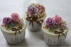 Beautiful Floral Cuppie Cakes