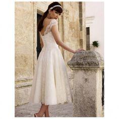 Modello da sposa vintage con manichine in pizzo