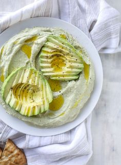 Avocado Hummus from how sweet eats Avocado Hummus, Guacamole, Avocado Toast, Vegetarian Recipes, Cooking Recipes, Healthy Recipes, Chutney, Tahini, Pasta Cremosa