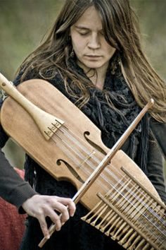 ♫♪ Music ♪♫ (does anyone know this instrument?)