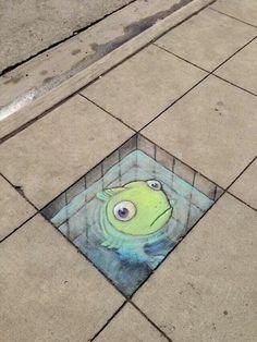 Street art, chalk drawing by David Zinn in Michigan. Street art, chalk drawing by David Zinn in Michigan. 3d Street Art, Street Art Utopia, Amazing Street Art, Street Art Graffiti, Amazing Art, Usa Street, Urban Street Art, Graffiti Murals, Graffiti Artists