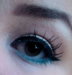 Fake lashes & teal liner eye makeup look / julieknowshow.blogspot.com