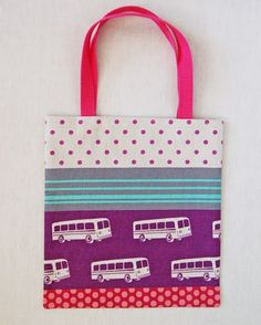 The Purl Bee The twenty minute tote tutorial Purl Bee, Sewing Patterns Free, Free Sewing, Sewing Tutorials, Sewing Projects, Bag Patterns, Bag Tutorials, Sewing Ideas, Best Tote Bags