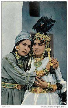 Algérie - Ouled Nails -et Leur Parure De Bijoux -
