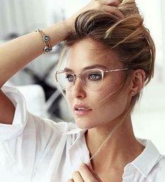 Óculos de grau também é moda! Lindas armações para o seu óculos de grau. Veja também as diferenças entre as lentes, o que cada uma faz para nossa visão.