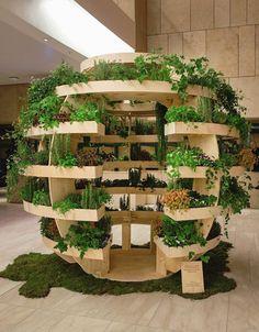 """Du hast weder Balkon, noch Garten, aber trotzdem den Wunsch nach frischen Lebensmitteln aus eigenem Anbau, die frei von Pestiziden sind? Dann könnte der """"Growroom"""" etwas für dich sein. Ein dänisches Design-Studio hat jetzt zusammen mit IKEA ein Indoor-Gardening-System entwickelt, das die Selbstversorgung für jeden möglich macht. #indoorfarming #indoorgarden #indoorgarten #growroom #garten #zimmergewaechshaus"""