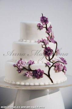 Svatební dort s jarními květy