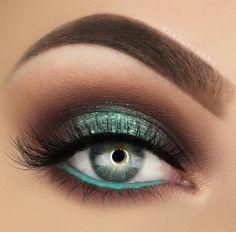 makeup Halloween makeup Palette Nice green makeup with glitter . Eye Makeup Images, Eye Makeup Tips, Smokey Eye Makeup, Makeup Goals, Makeup Inspo, Makeup Art, Makeup Inspiration, Hair Makeup, Makeup Ideas