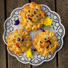 """Franzi Shelton on Instagram: """"Happy Solstice everyone! 🌞 Our family is celebrating today with a floral sunbread breakfast (see the recipe below) and a nighttime bonfire…"""" Happy Solstice, Summer Solstice, Egg Wash, Edible Flowers, Dry Yeast, Night Time, Bread, Breakfast, Floral"""