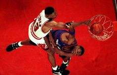 Scottie Pippen dunk on Oliver Miller