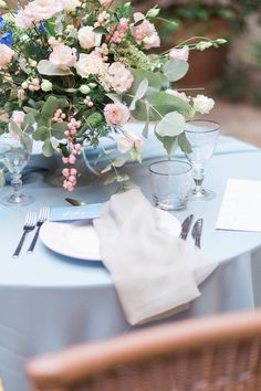 Blue Serenity and Pink Rose Quartz Tablescape | Weddings In Venice | Styling Holden Bespoke | Amy Fanton Photography | http://www.rockmywedding.co.uk/ethereal-lovers-venice/