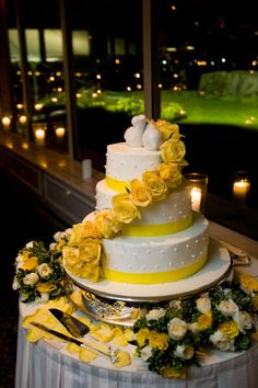 White with Yellow Roses Wedding Cake