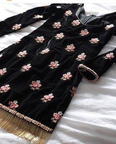 Haute spot for Indian Outfits. Pakistani Dress Design, Pakistani Outfits, Indian Outfits, Boutique Suits, A Boutique, Indian Attire, Indian Wear, Kurta Designs, Blouse Designs