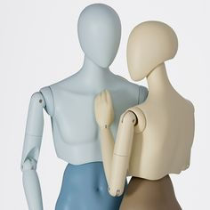 The flexible and versatile mannequins of the MOVE range were created with the intention of allowing unique shop window designs. The four different lower body postures as well as the adjustable upper body allow you to create many different poses. Creative Background, Poses, Dress Form, Retail Design, Mannequins, Visual Merchandising, Dressmaking, Pure Products, Bleach Manga