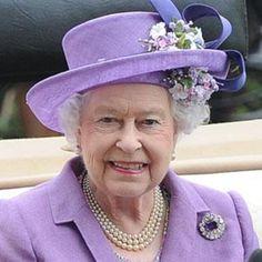 Queen Elizabeth: C'mon royal baby, I want a vacation!