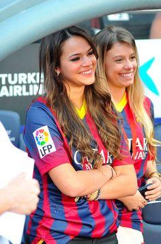 BARCELONA, SPAIN - JUNE Neymar's girlfriend Bruna Marquezine cryes during her boyfriend's official presentation as a new player of the FC Barcelona at Camp Nou Stadium on June 2013 in Barcelona, Spain. (Photo by Europa Press/Europa Press via Getty Images) Soccer Guys, Football Girls, Football Fans, Camp Nou, Girl Photo Poses, Girl Photos, Neymar Girlfriend, Jaden Smith Fashion, Morgan Soccer