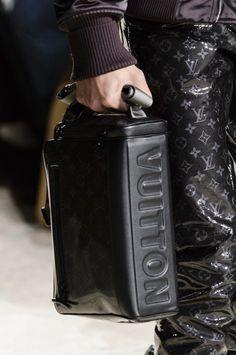 Louis Vuitton Fall 2018 Men's Fashion Show Details - The Impression Vuitton Bag, Louis Vuitton Handbags, Purses And Handbags, Men Fashion Show, Fashion Bags, Mens Fashion, Looks Style, Authentic Louis Vuitton, Cross Body Handbags