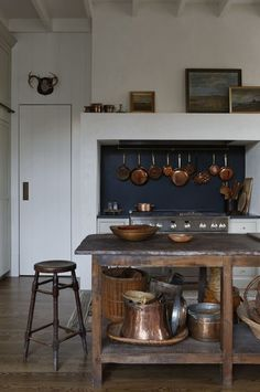 46 Beautiful French Country Kitchen Design Ideas That Will Adore You - A French country kitchen can be a welcome addition to your home because it offers you the warm feeling of a rustic chateau kitchen. Even if your kitch. Classic Kitchen, Farmhouse Style Kitchen, Kitchen Dining, Kitchen Country, Cozy Kitchen, Kitchen Island, Rustic Kitchen, Kitchen Ideas, Country Modern Home
