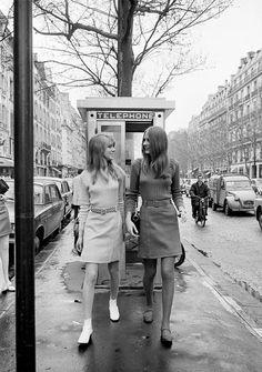Paris, April 1966. English Fashion Of Mini Skirts Invests Paris. France, Paris, April 1966. Photo by Jack Garofalo, Paris Match.