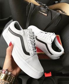 Vans woman's shoes, the classic sneakers Sneakers Mode, Sneakers Fashion, Shoes Sneakers, Shoes Heels, Girls Sneakers, Best Vans Shoes, Classic Sneakers, Shoes Men, Fashion Shoes