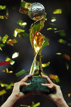 Women's Fifa World Cup trophy Usa Soccer Team, Us Soccer, Soccer World, Soccer Fans, Football Soccer, Team Usa, World Cup Trophy, Sports Trophies, World Cup Champions