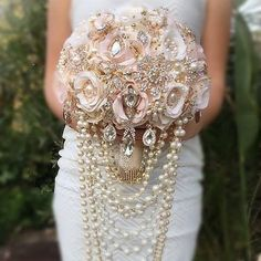 Gold Brooch Bouquet Rose Gold Wedding Brooch Bouquet Custom Pink and Gold Cascading Style Bouquet Vintage Glam Jeweled Bouquet, DEPOSIT Gold Bouquet, Broschen Bouquets, Gold Wedding Bouquets, Wedding Brooch Bouquets, Flower Bouquet Wedding, Pearl Bouquet, Wedding Centerpieces, Purple Bouquets, Tall Centerpiece