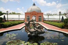 Conservatory of Two Sisters, Botanical Garden