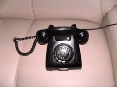 Telefone de mesa nos anos 50. pe.quebarato.com.br