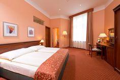 573₪ מלון ריווארי ברלין (REWARI Hotel Berlin) ממוקם בסמוך לאנהאלטר באנהוף (Anhalter Bahnhof) בברלין שהינה תחנת רכבת שאינה פועלת עוד, ומציע גישה חופשית לאינטרנט...