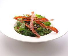 Nüsslisalat mit Granatapfel und Rohschinkenchips - Rezept - Saisonküche